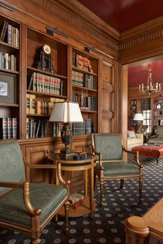 Traditional design in this English Country style residence emphasizes graceful comfort and nuanced finishes thanks to Twist Interior Design. Home Library Design, Home Office Design, English Country Decor, Interior And Exterior, Interior Design, Home Libraries, English House, New Home Designs, Residential Architecture