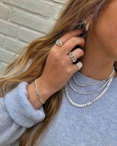 White Gold Diamond Dainty Key Pendant Necklace with Chain - Fine Jewelry Ideas Dainty Jewelry, Cute Jewelry, Vintage Jewelry, Jewelry Accessories, Winter Accessories, Silver Jewellery, Vintage Rings, Diamond Jewelry, Diy Jewellery