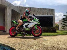 Biker girl on Kawasaki ZX-6R. Motorcycles, bikers and more