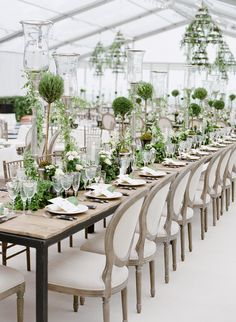A fanciful atmosphere of refreshing hues. Floral design: Winston Flowers. Photo credit: Jose Villa.