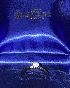 【T・S様】<旦那様>奥さんと結婚指輪を探しに行ったのに、一緒に購入した婚約指輪(エンゲージリング)。特に買う予定はなかったのですが、このロイヤル・アッシャーの輝きと、横にたたずむピンクダイヤモンドの魅力にやられました(笑)ただ、見るたびに幸せな気持ちになるこの指輪と出会えて、本当に良かったです!
