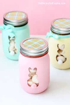 Easter bunny mason jars are a cute, DIY Easter decor idea. Or, fill this Easter craft with candy and give as a homemade gift. crafts mason jars Easter bunny mason jars are a cute, DIY Easter decor idea. Pot Mason Diy, Mason Jar Crafts, Easter Arts And Crafts, Easter Crafts For Adults, Fall Crafts, Kids Crafts, Wood Crafts, Christmas Crafts, Diy Osterschmuck