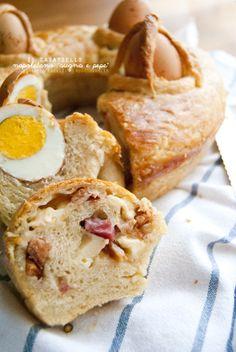 Il Casatiello napoletano: ovvero, la peccaminosa ricetta della felicità! Preparate i fazzoletti perché dopo averlo mangiato piangerete di gioia   La ricetta potete trovarla su http://noodloves.it/il-casatiello-napoletano/ #Casatiello #Napoli #Pasqua #Ricetta #Felicità #ComfortFood #Salame #Uova