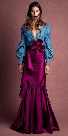 Get inspired and discover Johanna Ortiz trunkshow! Shop the latest Johanna Ortiz collection at Moda Operandi. Look Fashion, High Fashion, Fashion Show, Womens Fashion, Fashion Design, Satin Pleated Skirt, Silk Skirt, Denim Skirt, Haute Couture Style