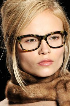 21af755ede4d Tortoiseshell makes the grade at Michael Kors  Fall 2008 show. Makeup  artist Bobbi Brown