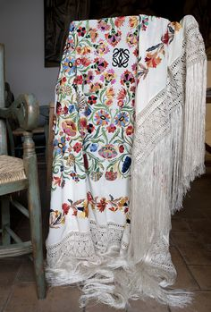 It takes 4 people working for more than hours to achieve the perfect finish. Boho Outfits, Vintage Outfits, Mode Boho, Dress Making Patterns, Silk Shawl, Gold Work, Folk Costume, Lace Flowers, Loewe