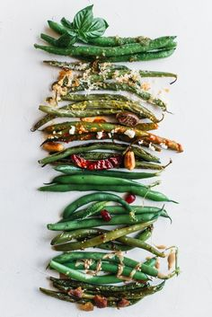 Green beans are an easy, healthy, fast and quick weeknight summer dinner side dish, but they get boring when you serve them over and over again. Try these 10 recipes and ideas for dressing up fresh farmers market or garden green beans with pantry friendly Side Recipes, Vegetable Recipes, Beans Recipes, Cocina Natural, Clean Eating, Healthy Eating, Think Food, Cooking Recipes, Healthy Recipes