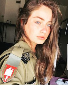 Israel is one of only a few countries in the world with a mandatory military service requirement for women. Military Women, Military Units, Military Army, Israeli Female Soldiers, Israeli Girls, Idf Women, Cute Muslim Couples, Outdoor Girls, Brave Women