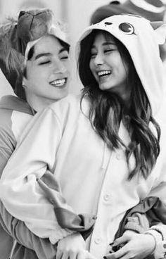 Casada a los 17 {Jeon JungKook} Jungkook Fanart, Foto Jungkook, Bts Girlfriends, I Love Bts, My Love, Bts Twice, Kpop Couples, Tzuyu Twice, Rest