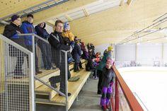 Riihimäen jäähallin yleisöä. Kuva: Pekka Hovi