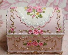 Baulitos decorados !! Shabby Chic Boxes, Shabby Chic Crafts, Shabby Chic Decor, Decoupage Vintage, Decoupage Box, Diy Gift Box, Diy Box, Painted Wooden Boxes, Art Impressions Stamps