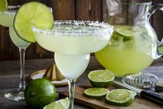 THIS Is the Big-Batch Margarita Recipe That Will Beat All Others! DAS ist das Margarita-Rezept in großen Mengen, das alle anderen schlagen wird! Frozen Margaritas, Pitcher Of Margaritas, Homemade Margaritas, Pitcher Drinks, Margarita Drink, How To Make Margaritas, Watermelon Margarita, Margarita Recipes, Mexican Margarita Recipe