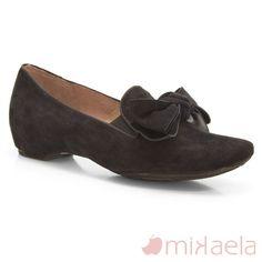 3d8beb31 Zapato de Mikaela modelo 12295 en ante. Mocasín de cuña interna cómodo.  Zapato de piel hecho es España. Made in Spain Mikaela shoes.