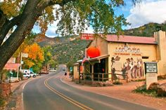 12 Enchanting Small Towns You Should Visit in New Mexico New Mexico Vacation, New Mexico Road Trip, Travel New Mexico, Tennessee Vacation, Mexico Honeymoon, New Orleans, New York, Alaska Travel, Travel Usa
