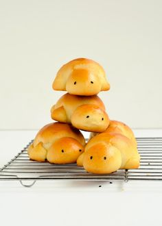 Scary Lunch hall foods/-/ Sweet milk turtle bread | The moonblush Baker