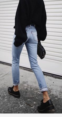 denim and black outfit Mode Outfits, Winter Outfits, Casual Outfits, Fashion Outfits, Womens Fashion, Dr. Martens, Noora And William, Dr Martens Outfit, Looks Jeans
