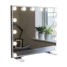Girl Bedroom Designs, Room Ideas Bedroom, Bedroom Decor, Bedroom Inspo, Vanity Makeup Rooms, Makeup Desk, Illuminated Mirrors, Hollywood Mirror, Retro Aesthetic