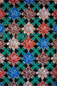 Illustrated door in Korea, Seoul Traditional Doors, Korean Traditional, Turkish Pattern, South Korea Seoul, Fabric Photography, Asia, Indian Textiles, Korean Wave, Flower Power