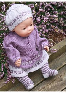 Baby Born Beautiful knitting pattern for her doll in 2 purple color Doll Clothes Patterns, Doll Patterns, Clothing Patterns, Knitting Patterns, Motifs Beanie, Girl Dolls, Baby Dolls, Baby Born Clothes, Pull Bebe