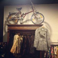 Vintage store.  BOZAR