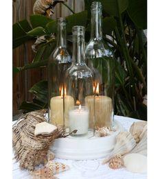 beach wedding centerpieces # kaarsenhouder, windlicht / stolp van glazen fles op plateau of dienblad