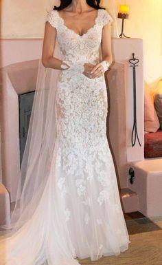 un classico abito da sposa in pizzo david tutera
