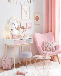 Que tal uma dose criativa e concentrada de cor de rosa para transformar aquele seu recanto favorito da casa? O resultado é uma decor linda e puro amor! #decoration #instadecor #instahome #casa #home #interiordesign #homedesign #homedecor #homesweethome #inspiration #inspiração #inspiring #decorating #decorar #decoracaodeinteriores #Mobly #MoblyBr #pink #rosa