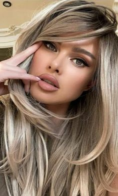 Brown Hair With Highlights, Hair Color Highlights, Hair Color Balayage, Brown Hair Colors, Balayage Brunette, Blonde Wig, Brownish Blonde Hair Color, Blonde Hair With Brown Underneath, Brown Hair With Blonde