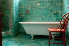 Bathroom Tile Grout Guide - Choose The Right Bathroom Tile Grout Color | Choosing the right shade of grout to complement your colorful tile adds an extra level of challenge to the installation, but there are a number of different combinations that can look great with any color tile.