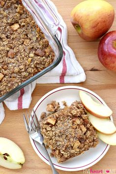 Tender apples, warm cinnamon, and sweet maple syrup flavor this wholesome Apple Cinnamon Baked Oatmeal, sure to become a new fall favorite! Y'all already know that I'm a baked oatmeal aficionado, so Apple Cinnamon Oatmeal, Baked Oatmeal, Cinnamon Apples, Baked Oats, Baked Apple Dessert, Apple Dessert Recipes, Easy Desserts, Apple Recipes Easy, Oatmeal Recipes
