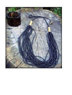 Colar feito artesanalmente em semente de jupati, miçangas e couro ou fio de algodão ou fio encerrado.Tamanhos e cores personalizadas.