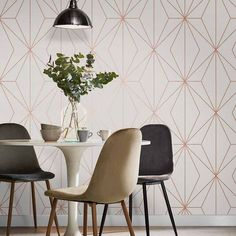Combining minimal, sleek metallic geometric design with a perfectly pleasing colour palette, Harmony white rose gold creates an understated, modern look. Tapete Gold, Modern Wallpaper Designs, Rose Gold Wallpaper, Wall Decor, Room Decor, Calming Colors, Front Rooms, Burke Decor, Ideas
