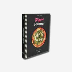 Cuando se escucha la palabra «pizza», a menudo parece que siempre hablamos de algo rico y rápido pero sin demasiadas pretensiones, que se puede comer en cualquier rincón improvisado del planeta. Sin embargo, todo evoluciona y esos pequeños bocados al horno pueden convertirse en algo delicioso y sofisticado, como ha demostrado el equipo de la mítica pizzería Pink Flamingo con este espléndido libro de recetas. Petra, Cover, Books, Pink, Gourmet Pizza Recipes, Candy Pizza, Recipe Books, Finger Foods, Oven
