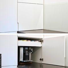 siggst, entweder ganz oder gar nicht. Eine SIGG-Küche ist maßgetischlert und erfüllt einfach alle Wünsche der Hausfrau, des Hausmannes. #siggst #TischlereiSigg #MöbelNachMass #TischlereiAusHörbranz #MitLeidenschaft #AusTradition #InMaßarbeit #Küche #Weiß #Modern #Schleiflack #Grifffräsung #Kaffeeauszug #Eckschrank #Ecklösung Cabinet, Storage, Modern, Furniture, Home Decor, Wood Windows, Made To Measure Furniture, Stay At Home Mom, Carpentry