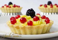 Mini tarte cu fructe (CC Eng Sub) Romanian Desserts, Romanian Food, Romanian Recipes, Pastry And Bakery, Pastry Cake, Savoury Dishes, Savoury Cake, Jam Tarts, Cake Recipes