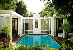 A Look Inside Nate Berkus & Jeremiah Brent's Hollywood Hills Bungalow Nate Berkus, Outdoor Rooms, Outdoor Living, Porches, Exterior Design, Interior And Exterior, Interior Ideas, Jeremiah Brent, Glam House
