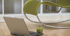 """Especificaciones de  G4 Powerbook. La PowerBook G4 fue una serie de computadoras portátiles que Apple, Inc. fabricó y vendió entre 2001 y 2006. El sufijo """"G4"""" representaba a su chip PowerPC G4, la cuarta generación de procesadores de 32 bits fabricados por Motorola y su antigua filial Freescale. Además, las portátiles se ejecutaban con el sistema operativo Mac OS X de Apple. Las ..."""