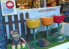 Promotional window display for Lotus Grill. Miquel Pizarro aparadorisme.