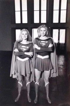 Helen Slater with her stunt double Tracey Eddon on the set of 1984 Supergirl film. Supergirl Movie, Supergirl Superman, Batgirl, Superman Art, Batman, Superman And Lois Lane, Adventures Of Superman, Superman Family, Helen Slater Supergirl