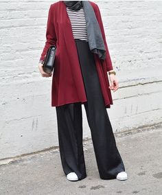 Hijab style with sneakers – Just Trendy Girls Cl.:separator:Hijab style with sneakers – Just Trendy Girls Cl. Muslim Fashion, Street Hijab Fashion, Modest Fashion, Modest Clothing, Fashion Muslimah, Abaya Fashion, Hijab Trends, Outfit Trends, Casual Hijab Outfit