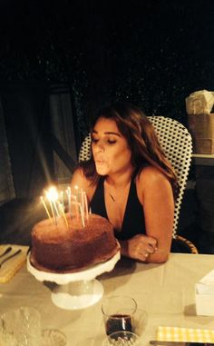 Lea Michele Celebrates 28th Birthday With Best Girlfriends, Wears Low-Cut Black Outfit?See the Photos!