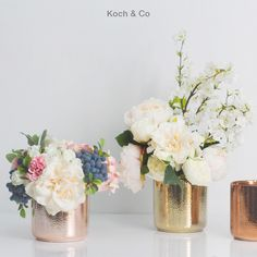 Our ceramic pots featuring a metallic finish. A timeless way to present your bouquets.