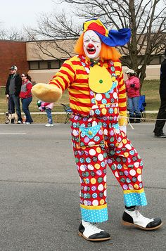 Clown at the St Patrick's Day parade, Dublin, Ohio Clown Faces, Sad Faces, Evil Clowns, Scary Clowns, Cardboard Mask, Scary Clown Mask, Clown Party, St Patricks Day Parade, Send In The Clowns