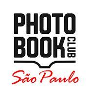 """O PhotoBook Club São Paulo é um encontro aberto para reunir os amantes dos livros de fotografia. Apresentaremos todos os meses livros de fotografia para uma discussão informal, convidando fotógrafos, artistas, galeristas e editores. Os encontros serão gratuitos e acontecerão no 1º sábado de cada mês, das 15:00 às 17:00, na sede da Oficina Fotográfica...<br /><a class=""""more-link"""" href=""""https://catracalivre.com.br/geral/rede/barato/encontro-do-photobook-club-sp/"""">Continue lendo »</a>"""