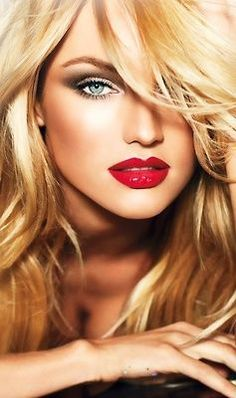Wish I could pull off the red lips like her...