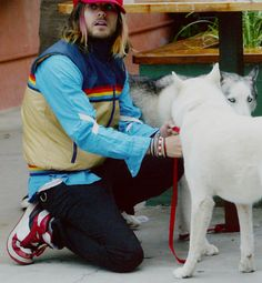 Jared and his beloved dogs, Judas and Lucifer. I bet he misses them... Is that a pink highligh in his hair????