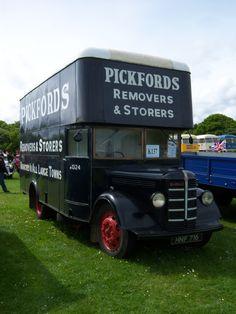 old british delivery vehicles - Google Search Vintage Vans, Vintage Trucks, Old Trucks, Bedford Van, Bedford Truck, Classic Trucks, Classic Cars, Old Lorries, Old Commercials