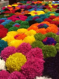 Diy Pom Pom Rug, Pom Pom Crafts, Wiggly Crochet, Clover Pom Pom Maker, Make Do And Mend, Boyfriend Crafts, Sewing Art, Diy Carpet, Valentine's Day Diy