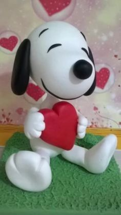 Life just has more fun with Kwai. Polymer Clay Ornaments, Cute Polymer Clay, Cute Clay, Polymer Clay Projects, Polymer Clay Creations, Bolo Snoopy, Snoopy Cake, Fondant Figures, Clay Figures