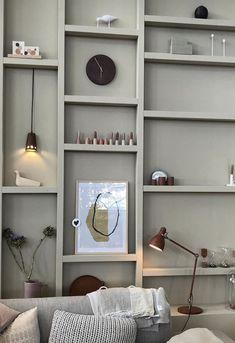 Amazing 31 Amazing Living Room Corner Bookcase Design Ideas To Try Asap Home Interior, Interior Styling, Interior Design, Living Room Grey, Living Room Decor, Regal Design, Room Corner, Piece A Vivre, Interior Inspiration
